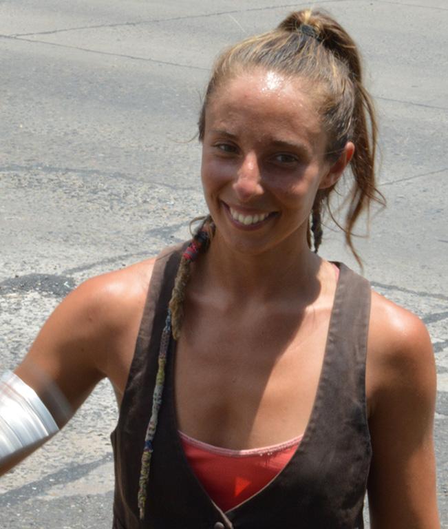 Brenda malabarista argentina
