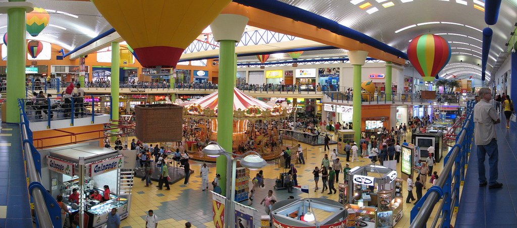 Food court del carrusel en Albrook Mall. Centro comercial Panamá..